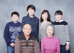 M様の卒業記念の家族写真1