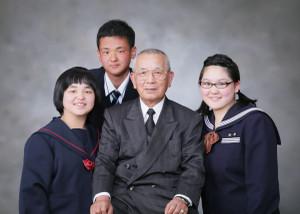 M様の卒業記念の家族写真2